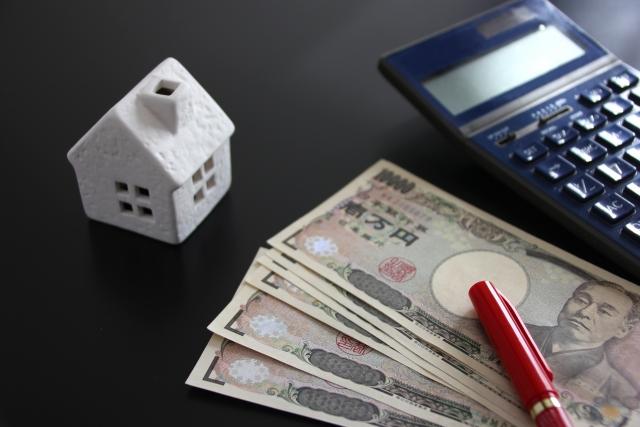 銀行員と住宅ローン借り換えの相談